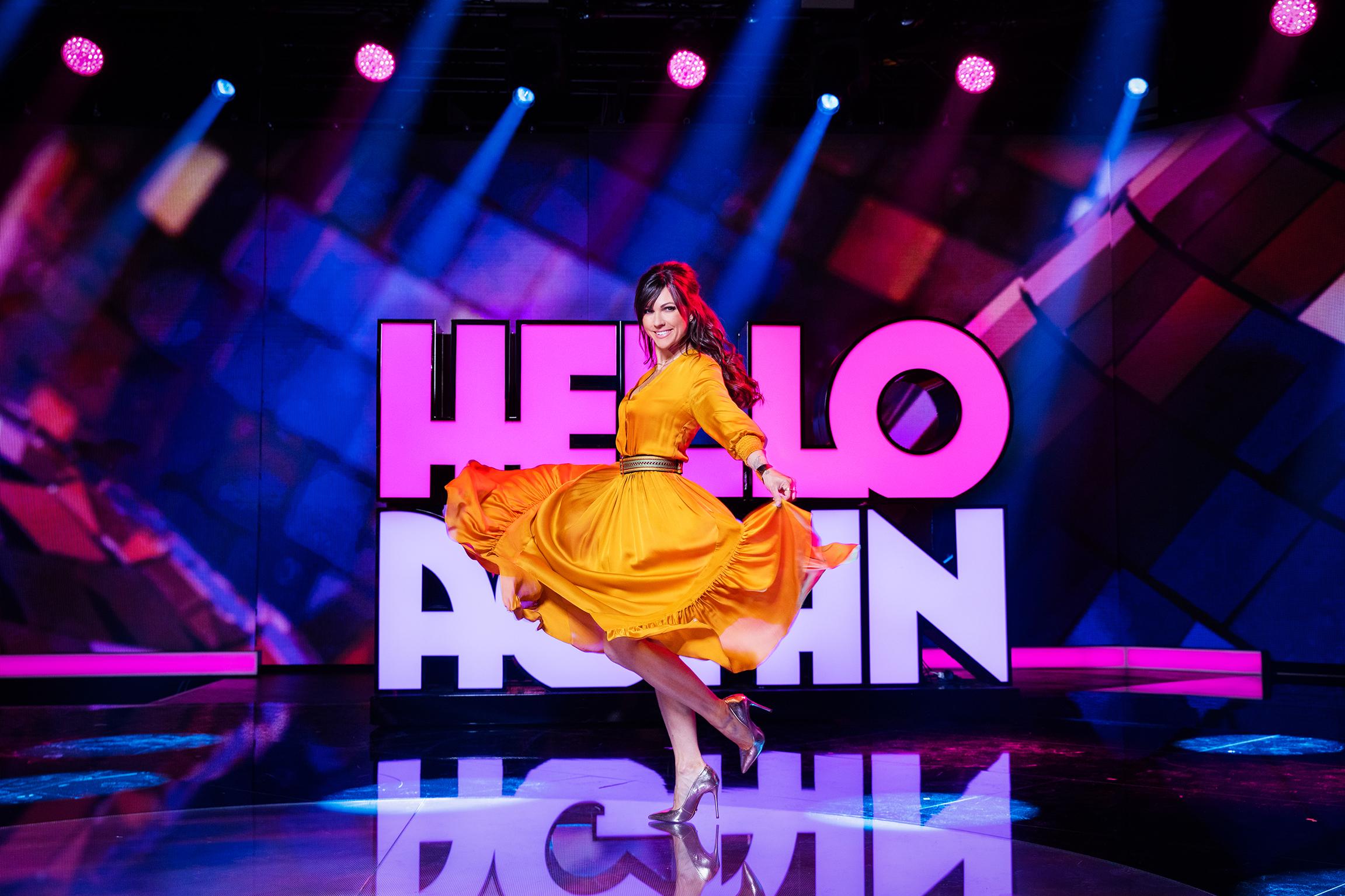 Hello Again Moderatorin Viola Tami 2019