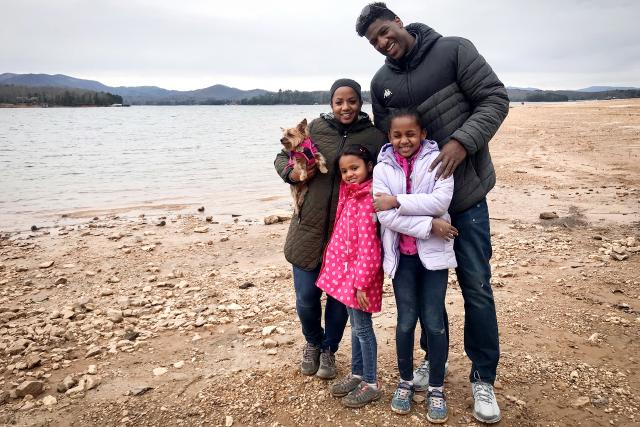 Hin und weg - Staffel 3 (2020)Familie Diawara am See im Nationalpark Blue Ridge Mountain. Copyright: SRF
