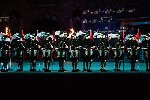 The Royal Edinburgh Military Tattoo 2018 Top Secret: Gerne gesehene Gäste am Tattoo das Schweizer «Top Secret Drum Corps» aus BaselCopyright: SRF/2018 The Royal Edinburgh Military Tattoo