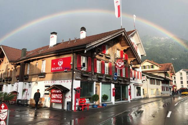 Mona mittendrin im Backpacker-Hotel Staffel 4 Folge 3 Herbst 2019 Balmers Hostel in Interlaken: Legendärer Hotspot der Backpackerszene